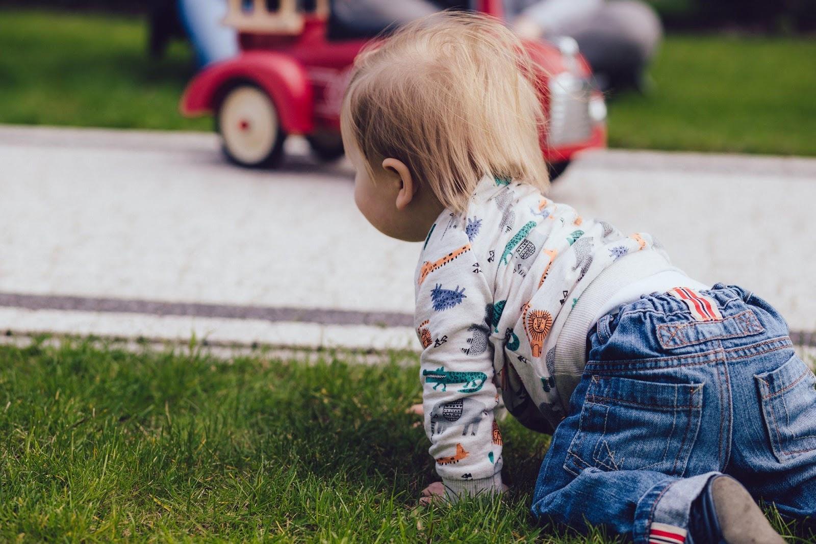 baby-kruipen-ontwikkeling IMH Nederland